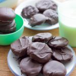 gluten-free thin mint cookies! These gluten-free thin mint cookies are the best gluten-free Girl Scout cookie copy cat recipe that it just may beat out the real thing! Get your Girl Scout cookie fix the homemade way with these crisp, minty, chocolate favorites!