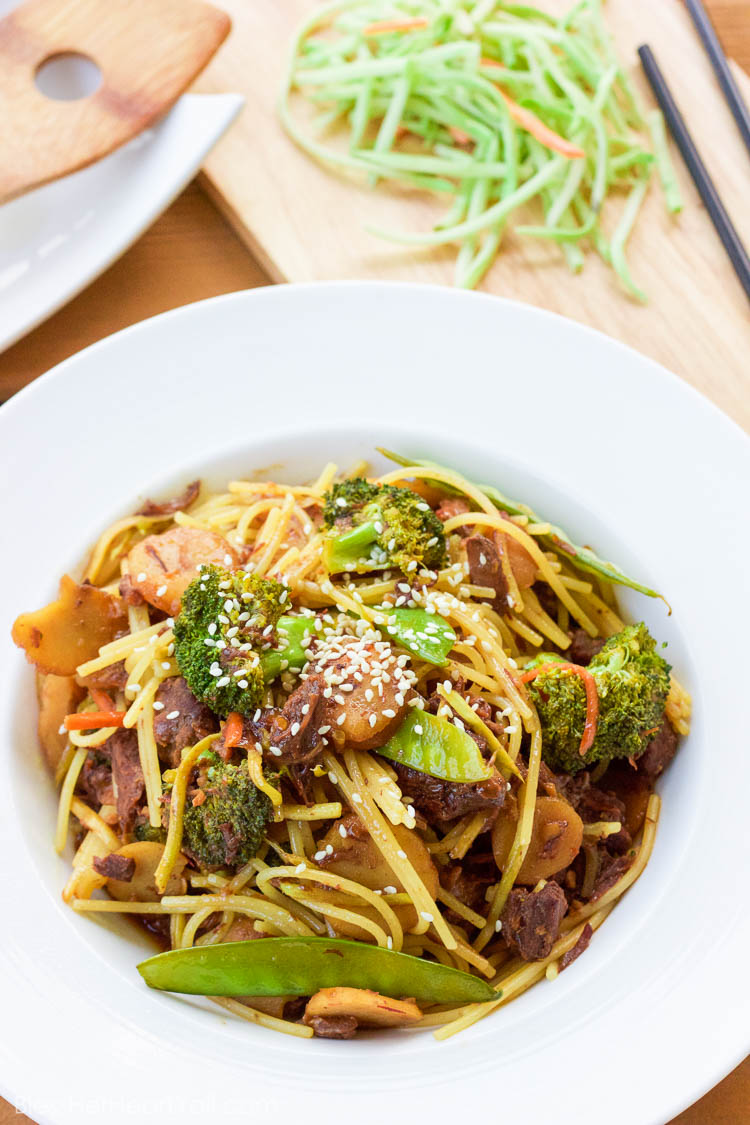 This slow cooker beef lo mein tosses budget-friendly pieces of beef into an easy asian-inspired sauce and turns in into a delicious spicy garlicky noodle-y gluten-free dish that's perfect for those busy weeknights!