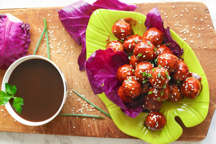 asian chicken meatballs with sesame seeds on top