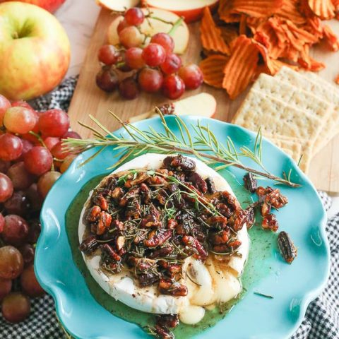 fall baked brie with seasonal fruit